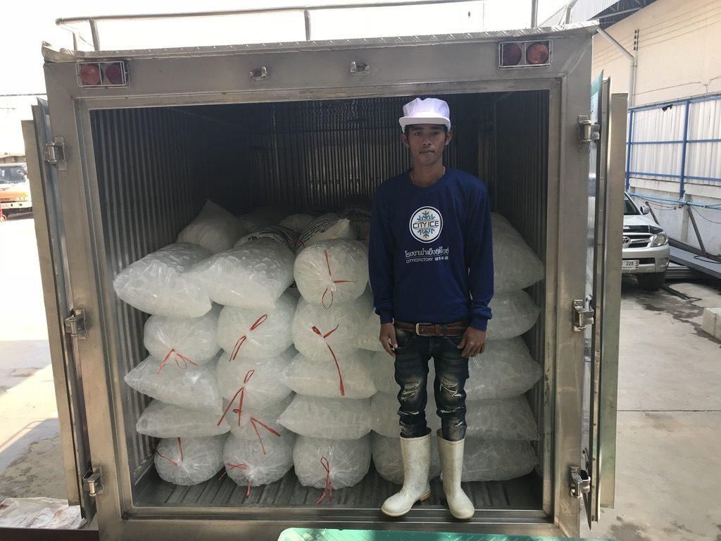 พนักงานส่งน้ำแข็ง cityice